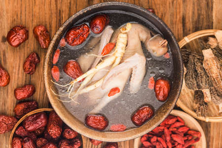 Chinese Cuisine: Stewed Pigeon Soup with Ginseng 写真素材 - 161934110