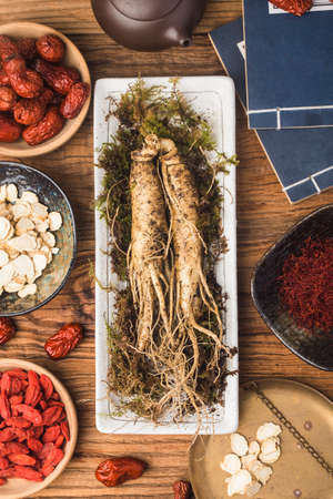 Fresh ginseng and dry slices 写真素材 - 161935792
