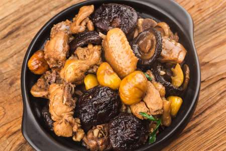 Chinese Food: Braised Pork with Chestnut and Mushroom 写真素材 - 161935797