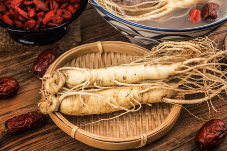 Fresh ginseng and dry slices 写真素材 - 161936320