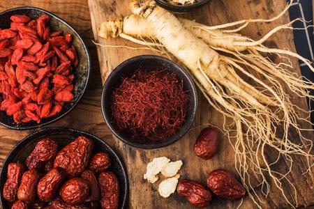 Raw Organic Red Saffron Spice in a Bowl 写真素材