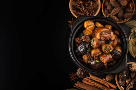 Chinese cuisine: braised chestnut pig tail Banque d'images