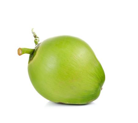 Groene kokosnoot op een witte achtergrond Stockfoto