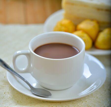 hot cocoa: Hot cocoa and sandwich