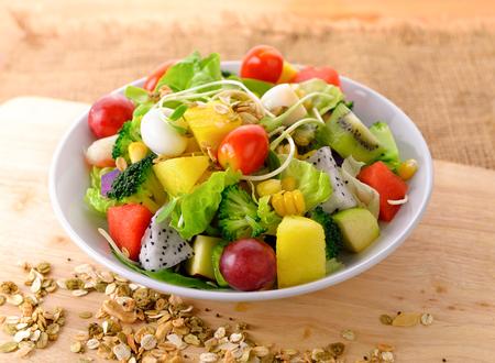 Vegetable salad bowl on wooden background 版權商用圖片