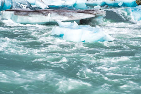Icebergs floating in the cold water of the Jokulsarlon glacial lagoon. Vatnajokull National Park, in the southeast Iceland during a road trip. Stockfoto