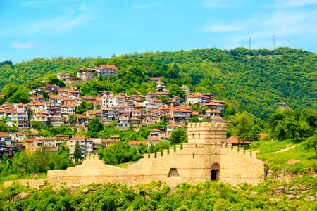 A beautiful view of the fortress of Veliko Tarnovo, Bulgaria on a sunny summer day Standard-Bild