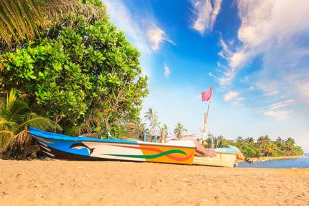 Bright boats on the tropical beach of Bentota, Sri Lanka on a sunny day Reklamní fotografie - 90366886