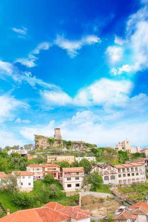 アルバニアのサリー・サルティキ山の頂上にある中世の町クルハの美しい景色 写真素材 - 91736824