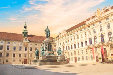 오스트리아 비엔나에있는 Inn der Bourg의 Franz Joseph 황제 기념비