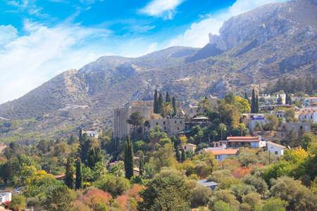キレニア(ギルネ)のベラパイス修道院の建設の美しい眺め、北キプロス共和国