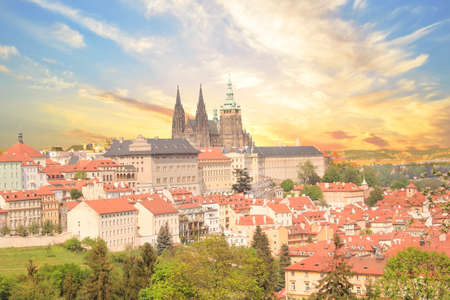 Beautiful view of St. Petersburg Vitus Cathedral, Prague Castle and Mala Strana in Prague, Czech Republic Standard-Bild - 101148004