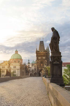 Beautiful view of the Old Town of Charles Bridge at dawn in Prague, Czech Republic Banco de Imagens