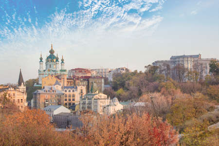 Beautiful view of St. Andrew's Church and St. Andrew's Descent in Kyiv, Ukraine Banque d'images