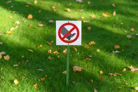 prohibitive: Notice Board Do not walk on the grass Stock Photo
