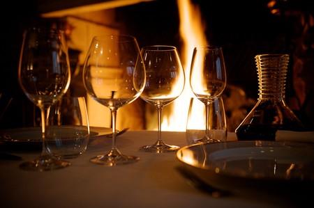 restaurant warme omgevings geluiden brillen en wijnen Stockfoto