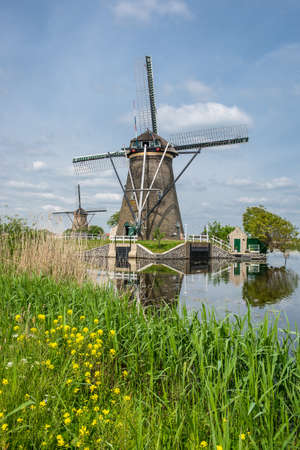 constant: the netherlands kinderdijk Brings together an impressive number of windmills used as a water pump to keep the channel level and constant polder.