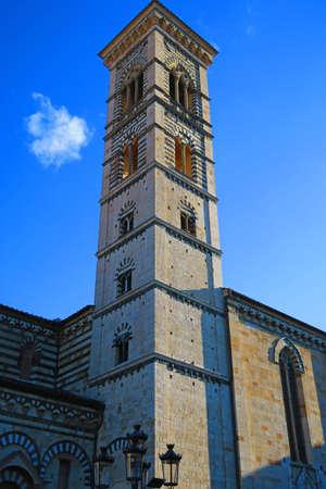 Prato, Italia, torre 2015.Bell 11 de octubre del siglo XII de la iglesia Prato Cathedral.The está dedicada a San Esteban, el primer mártir cristiano. Es una de las iglesias más antiguas de la ciudad, y ya existía en el siglo 10. yo