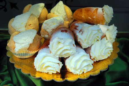 cannoli pastry: Italian pastries stuffed with cream