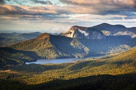 テーブル ロック州立公園南カロライナ青リッジ山風景日の出の朝風光明媚な写真