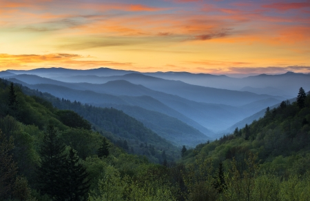 tennesse: Salida del sol Paisaje Great Smoky Mountains National Park Gatlinburg TN y Oconaluftee Valle Cherokee Carolina del Norte