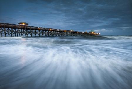 Moonlight Folly Beach Pier Charleston SC East Coast Atlantique photographie océan paysage pittoresque et la destination de vacances Banque d'images - 14206631