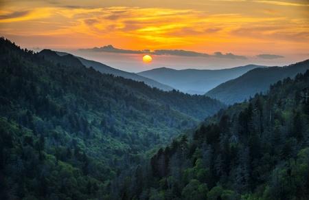 tennesse: Gatlinburg TN Great Smoky Mountains National Park Landscape Scenic Sunset destino de escapada de vacaciones en las Montañas Humeantes Foto de archivo