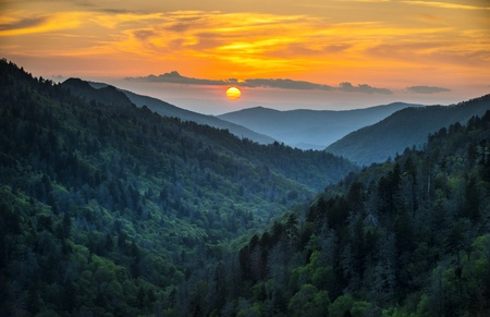 tennesse: Gatlinburg TN Great Smoky Mountains National Park Landscape Scenic Sunset destino de escapada de vacaciones en las Monta�as Humeantes Foto de archivo