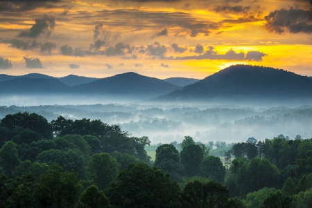 nc: Asheville NC Blue Ridge Mountains Sunset and Fog Landscape Photography near the Blue Ridge Parkway in Western North Carolina