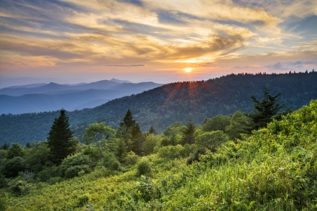 north: Blue Ridge Parkway Sunset Cowee Mountains Scenic Landscape in Western North Carolina Stock Photo