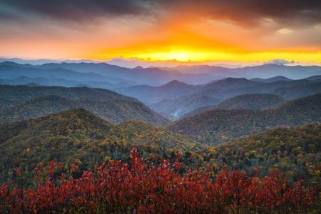 Blue Ridge Parkway Herbst Appalachian Mountains Sunset westlichen NC Scenic Landscape Urlaubsziel Standard-Bild