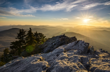 morning blue hour: Grandfather Mountain Appalachian Sunset Blue Ridge Parkway Western NC in the mountains of North Carolina  Stock Photo