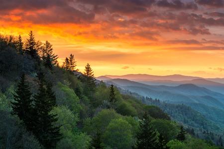 グレート スモーキー マウンテンズ日の出屋外風光明媚な風景ガトリンバーグ テネシー州 写真素材