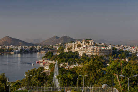 27 Nov 2007-lake and palace frome pandit dindayal upadhyay Park or sun set point udaipur Rajasthan INDIA