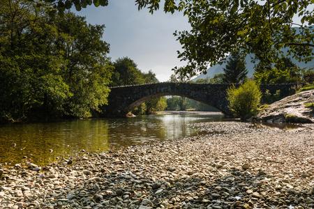 borrowdale: Grange Bridge over the River Derwent at the village of Grange in the Lake District Stock Photo
