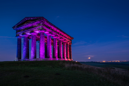 Illuminated Penshaw Monument at Night  Penshaw Monument is a smaller copy of the Greek Temple of Hephaestus in Athens. Erected in 1844 the folly stands 20 metres high and dominates the skyline of Wearside Stock fotó