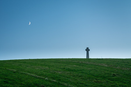 battle cross: Flodden Field Cross and Moon - In 1513 next to Branxton Village the Battle of Flodden Field took place. The cross is a Monument on Pipers Hill Stock Photo