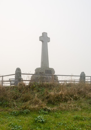 battle cross: Fog on Flodden Monument - In 1513 next to Branxton Village the Battle of Flodden Field took place. The cross is a Monument on Pipers Hill