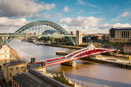 Tyne and Swing Bridges from above - The iconic bridges over the River Tyne between Newcastle and Gateshead 免版税图像