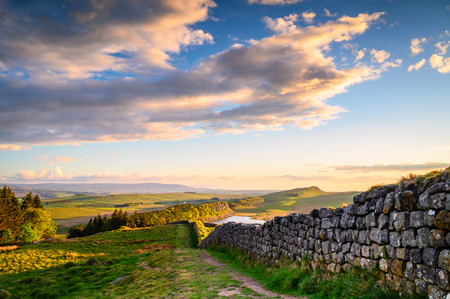Hadrian's Wall above Hotbank Crags, a popular with walkers along the Hadrian's Wall Path and Pennine Way Stock Photo