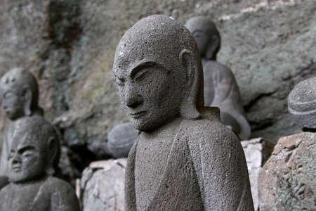 千葉県鋸山で数千の小さい彫像の 1 つ