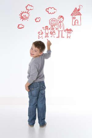 yetenekli: yetenekli çocuk renkli arka plan üzerinde çizer Stok Fotoğraf