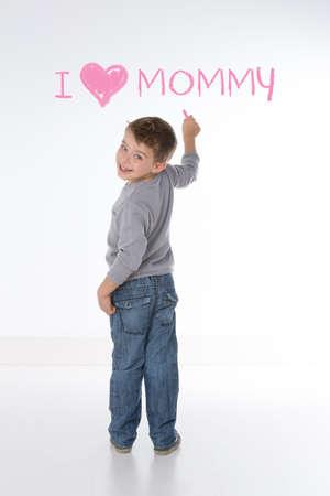 carino: ni�o declara su afecto para la mam�