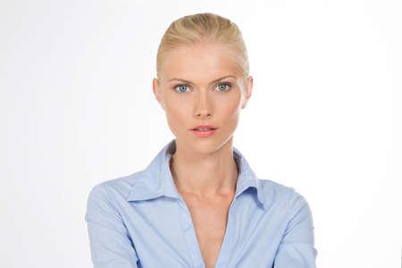 blonde yeux bleus: sensuelle jolie femme sur fond isolé