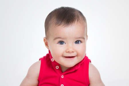 ojos azules: cerca de la hermosa chica con ropa de verano Foto de archivo
