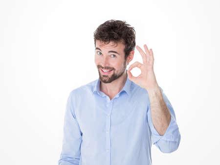 een man maakt ok met zijn hand Stockfoto
