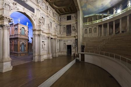 VICENZA, ITALIË - FEBRUARI 2016; Binnenkant van het Olympisch Theater. Stockfoto - 81825534