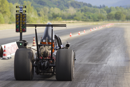 down lights: Dragster ready to start the race.