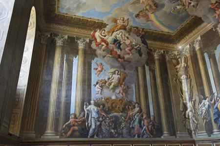 friso: East Mollesey, Inglaterra - agosto de 2012; Pintura dentro del Palacio de Hampton Court.
