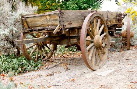 Vintage brown wooden freight hauling wagon - rear 版權商用圖片 - 32792855